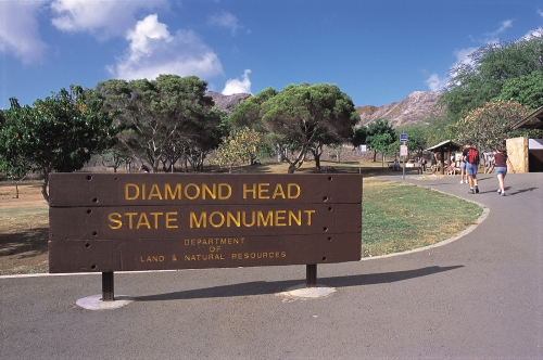 2919624-Diamond_Head_Sign-_credit_Hawaii_Tourism_Japan